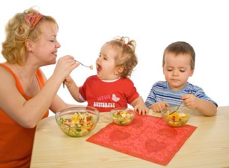 הקניית הרגלי אכילה לילדים